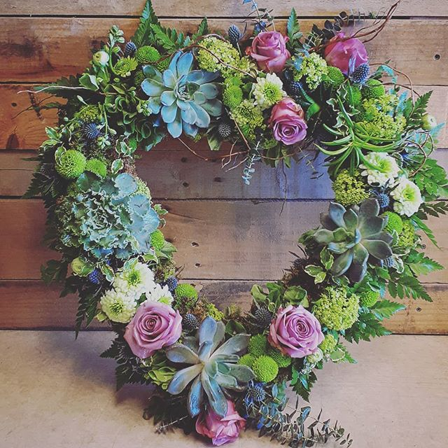 Custom wreath #roses #succulents #moss #pammettsflowers #ptbolove #unique #somethingnew #mossy #green #fresh #nottheordinary