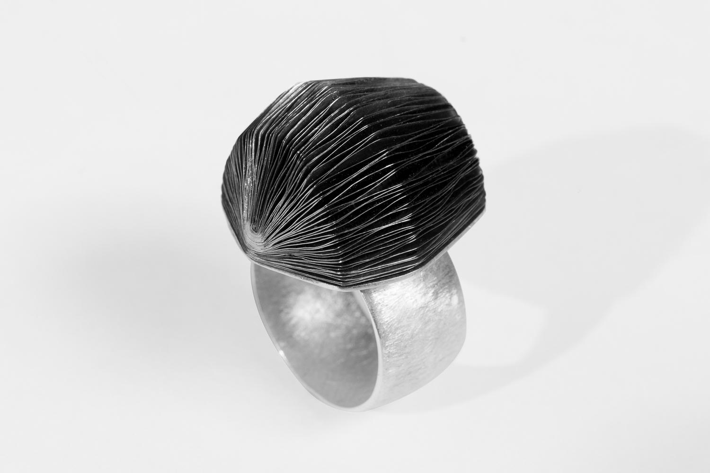 FOLIUM ring, by Mariana Sammartino Metalsmith