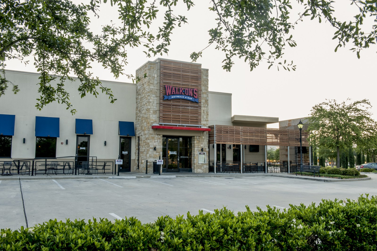Walk-Ons-Towne-Center-Front-1600x1064.jpg