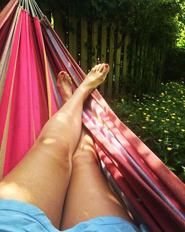 Backyard Sunday ☀️🌼💛☀️ . . . #hammocktime #sunday #mood #sunshine #summer #mellow #relax #rebelsinthesix #rebelswithacause #selfcare #goodforyou #lovetheskinyourein #notjustskindeep #cleanbeauty #instagood #natural #bblogger #purebeauty #luxuryskincare