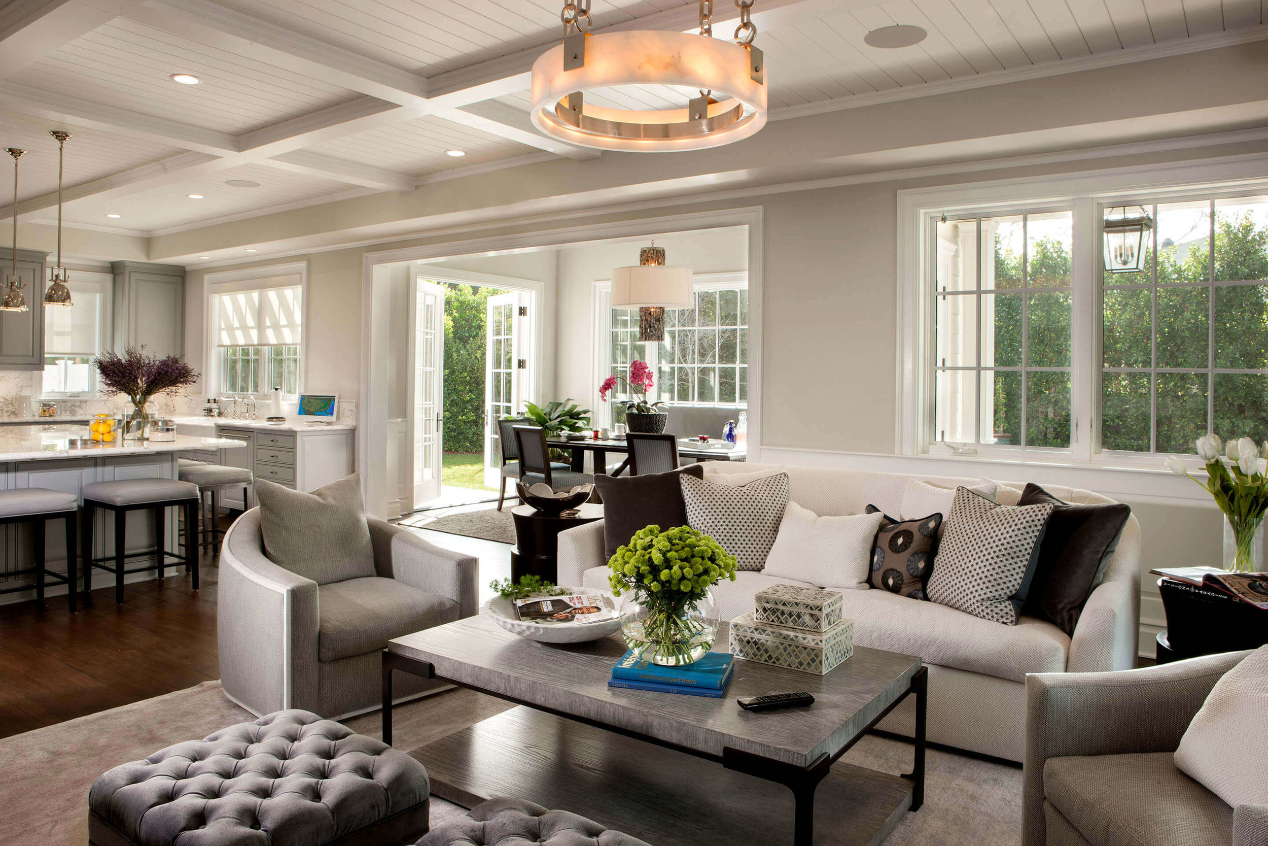 elizabeth-tapper-interiors-brentwood-family-room-kitchen-breakfast-nook.jpg