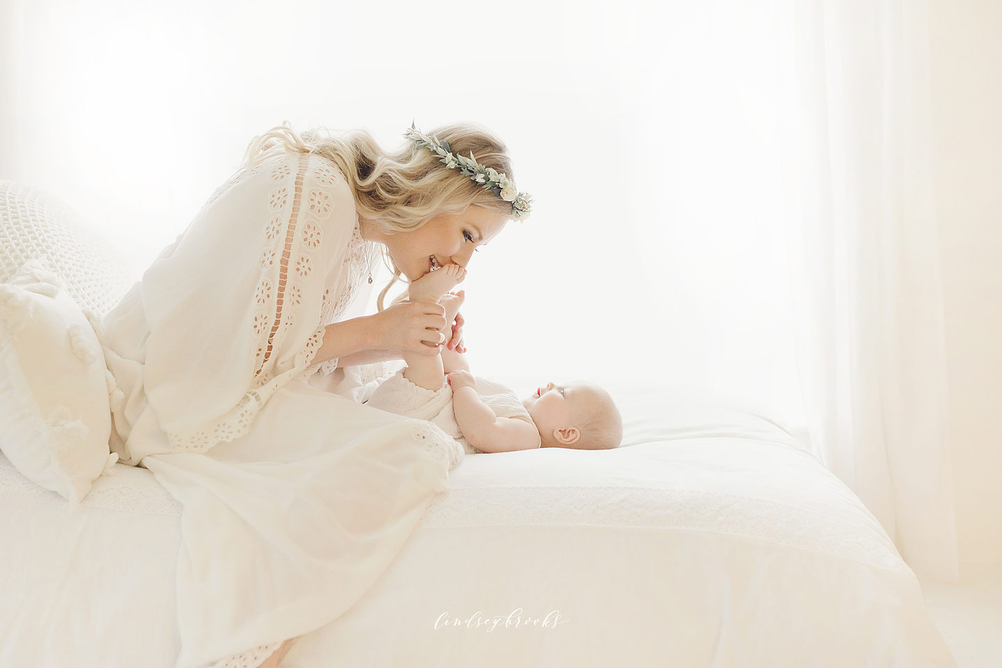 oklahoma_city_okc_mommy_and_me_motherhood_photographer_baby_child_flower_crown_halo_six_months_organic_simple_photos_4.png