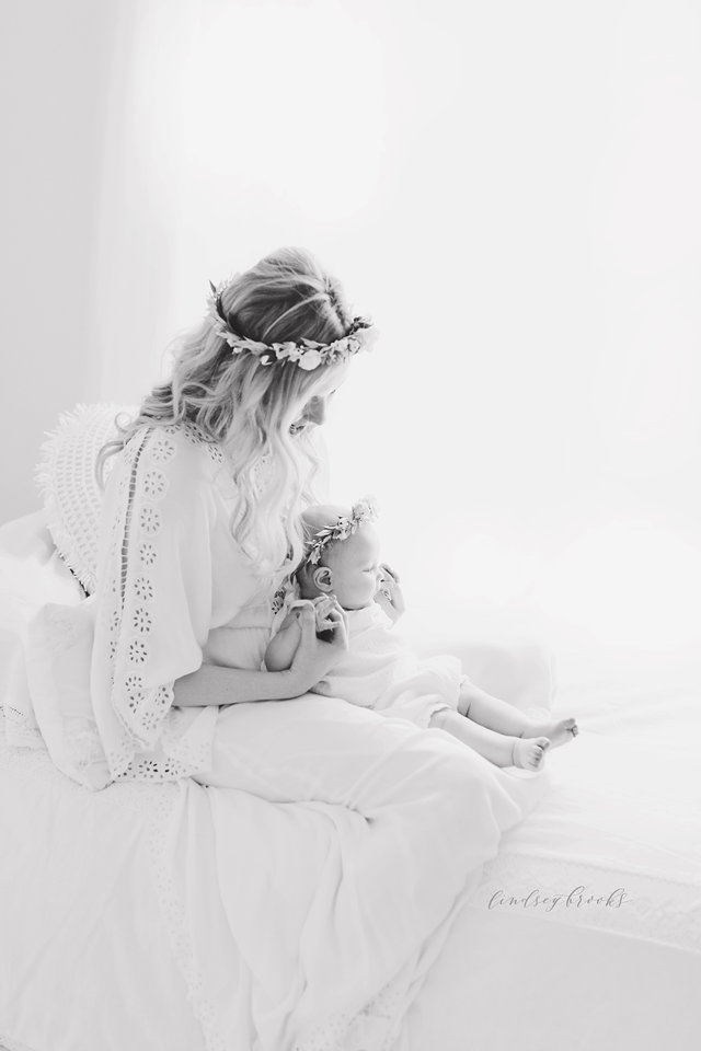 oklahoma_city_okc_mommy_and_me_motherhood_photographer_baby_child_flower_crown_halo_six_months_organic_simple_photos_10.png