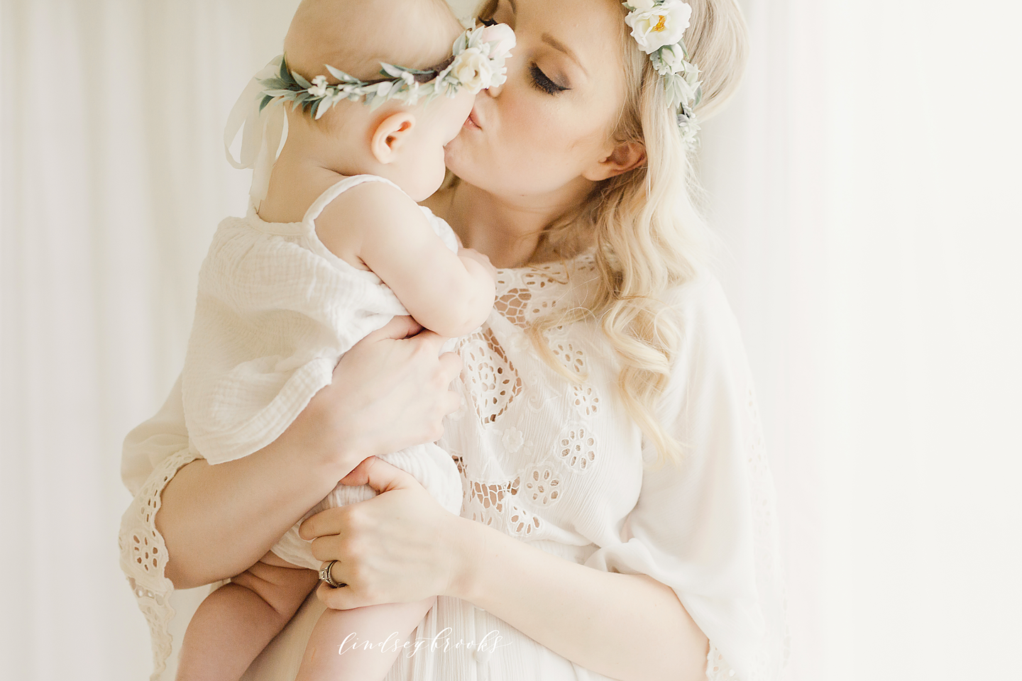 oklahoma_city_okc_mommy_and_me_motherhood_photographer_baby_child_flower_crown_halo_six_months_organic_simple_photos_12.png