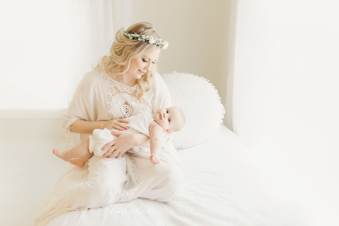 oklahoma_city_okc_mommy_and_me_motherhood_photographer_baby_child_flower_crown_halo_six_months_organic_simple_photos_11.png