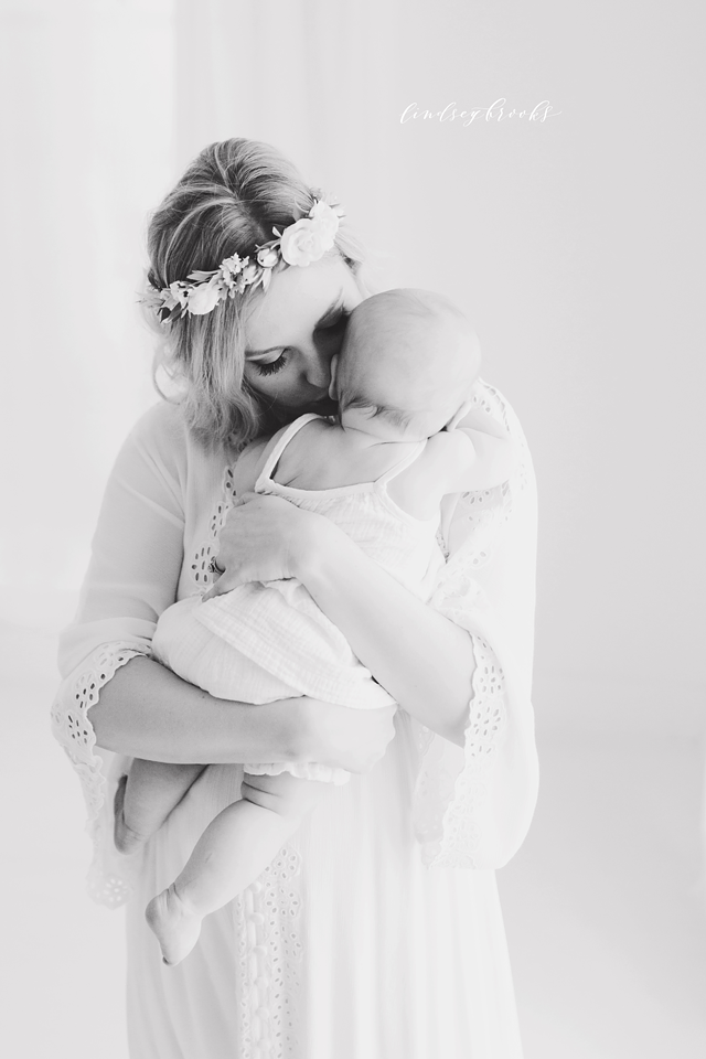 oklahoma_city_okc_mommy_and_me_motherhood_photographer_baby_child_flower_crown_halo_six_months_organic_simple_photos_14.png