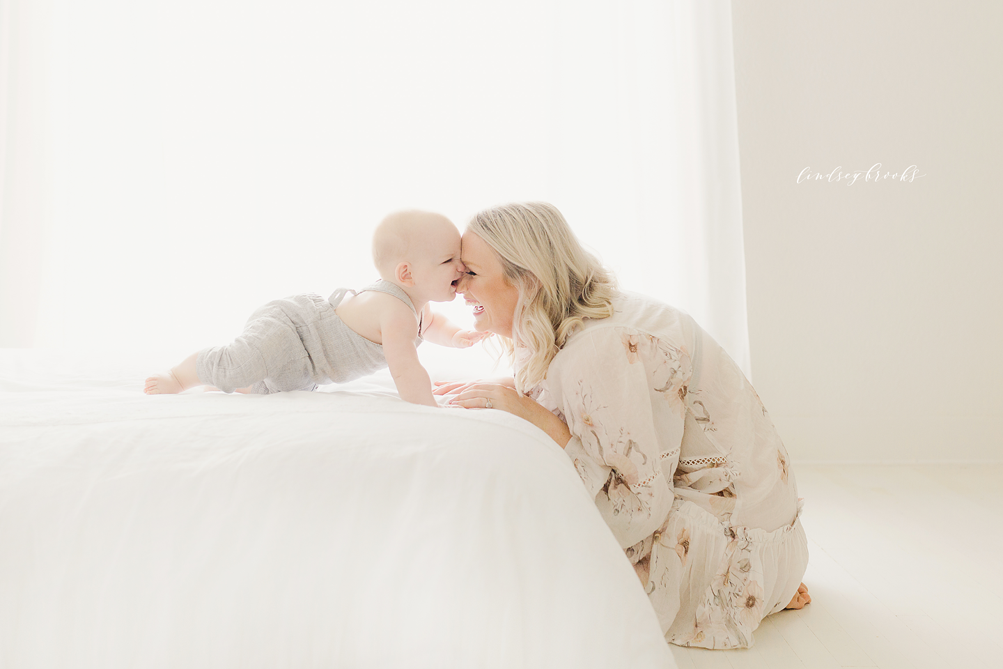 oklahoma-city-photographers-newborn-baby-motherhood-six-months-infant-child-family-photos-portraits-studio-simple-natural-light-2.png