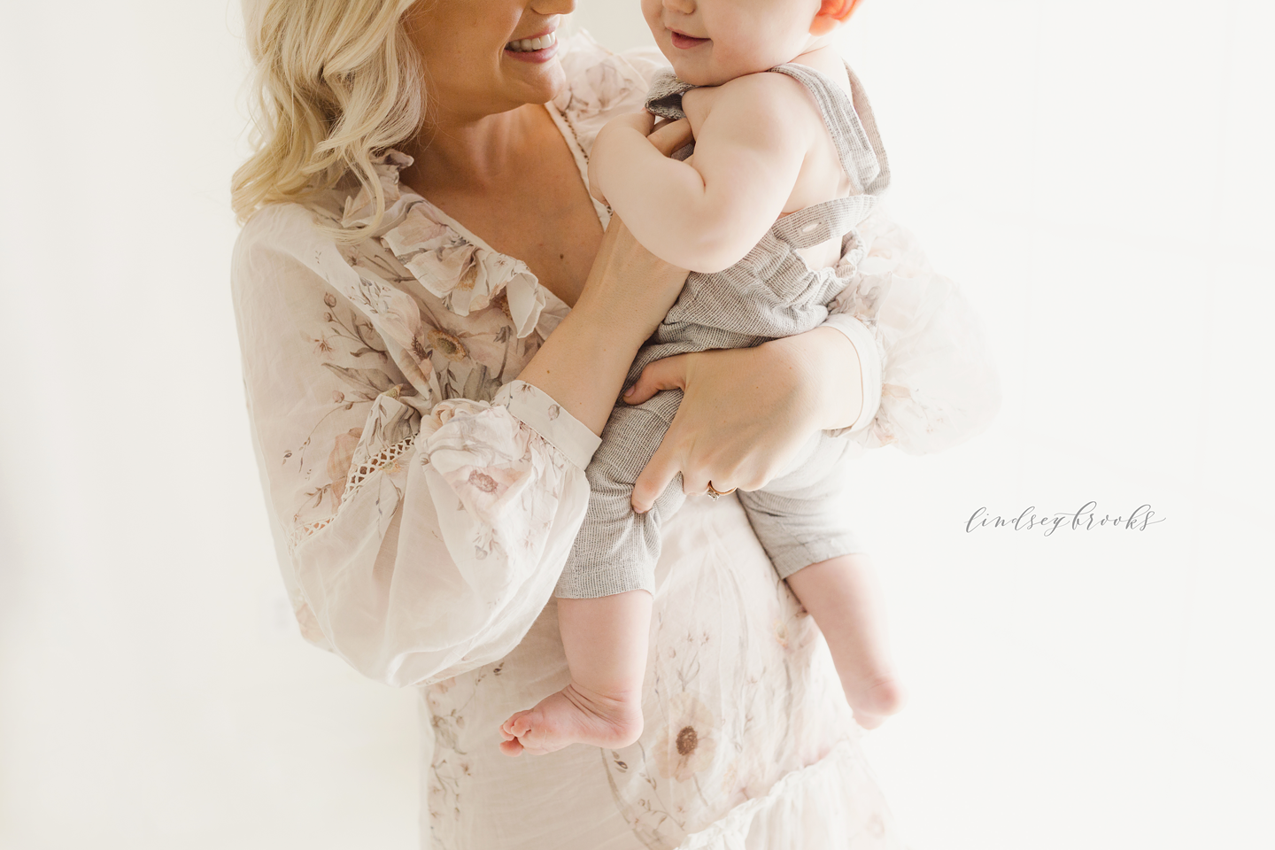 oklahoma-city-photographers-newborn-baby-motherhood-six-months-infant-child-family-photos-portraits-studio-simple-natural-light-1.png