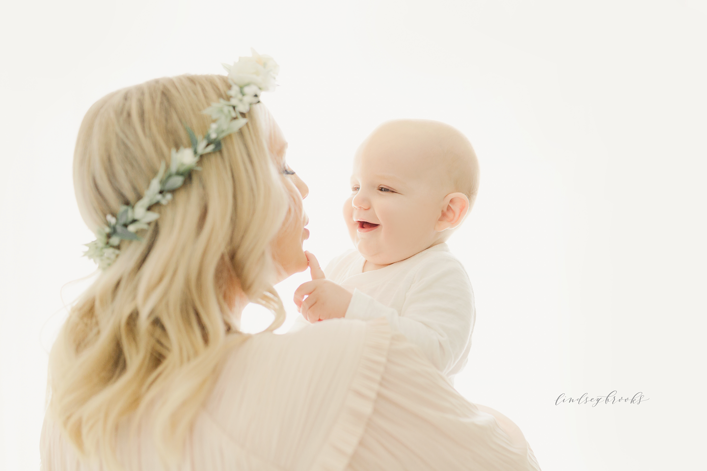oklahoma-city-photographers-newborn-baby-motherhood-six-months-infant-child-family-photos-portraits-studio-simple-natural-light-6.png