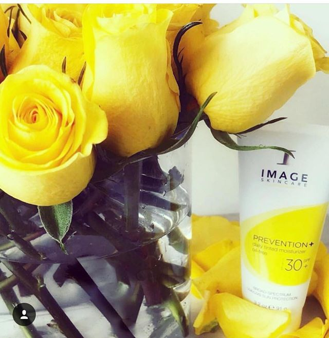 My favorite sunscreen can never leave the house without sunscreen. Image Prevention+ protects from the sun moisturizes is anti aging and it works great as a primer before my makeup and doesn't leave me oily A-mazing!! #sunscreen#summer#spf#uva#uvb#imageskincare#prevention#azesthetician#skinspirationboutique#arcadia#phoenixaesthetician#skincare#protectyourskin#summerlove#glowingskin