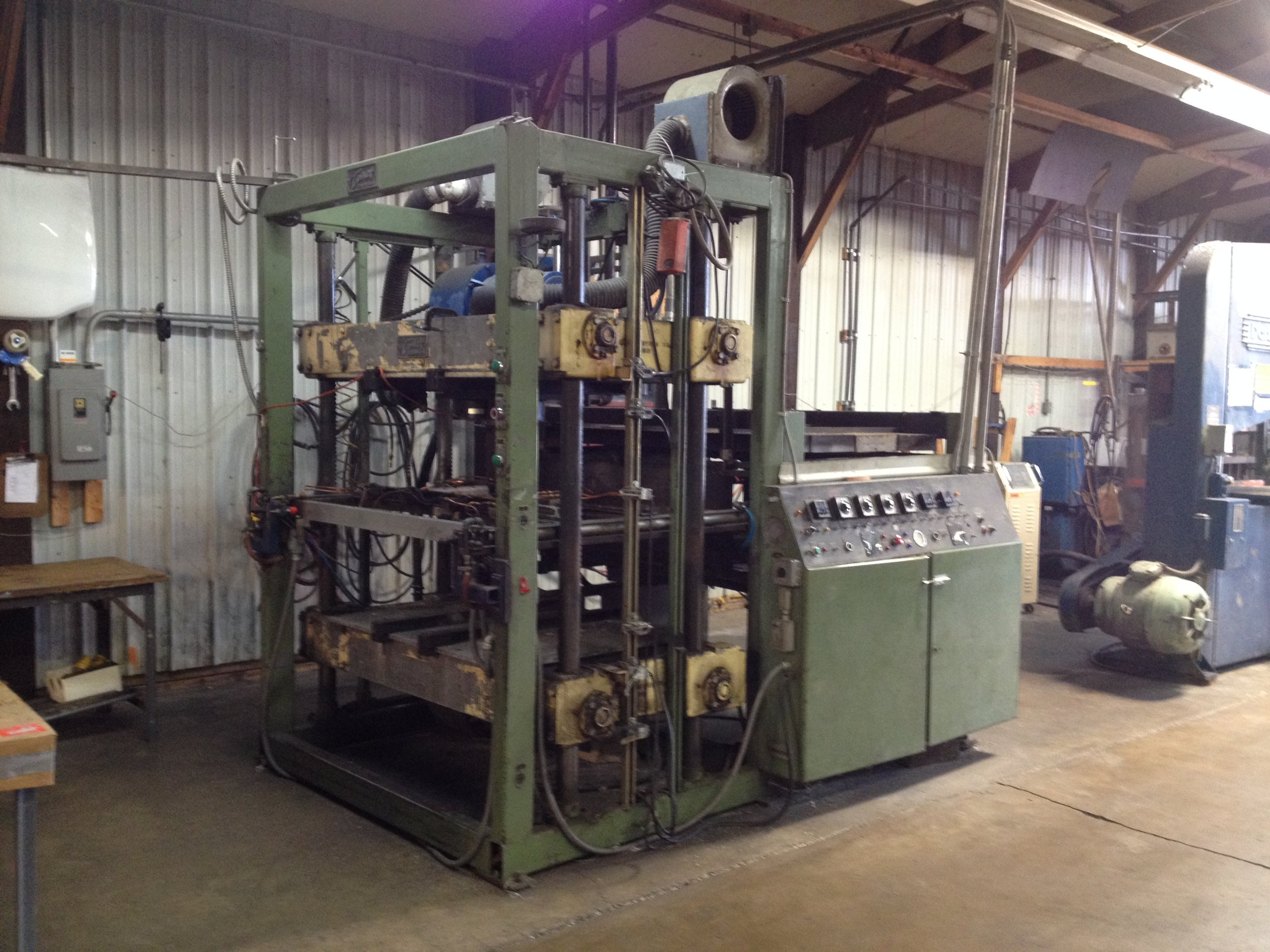 Single Station #5  Single Stage Machine Max Depth of Draw: 24″ Max Sheet Size: 41 x 53″ Max Finished Part Size: 37 x 49″