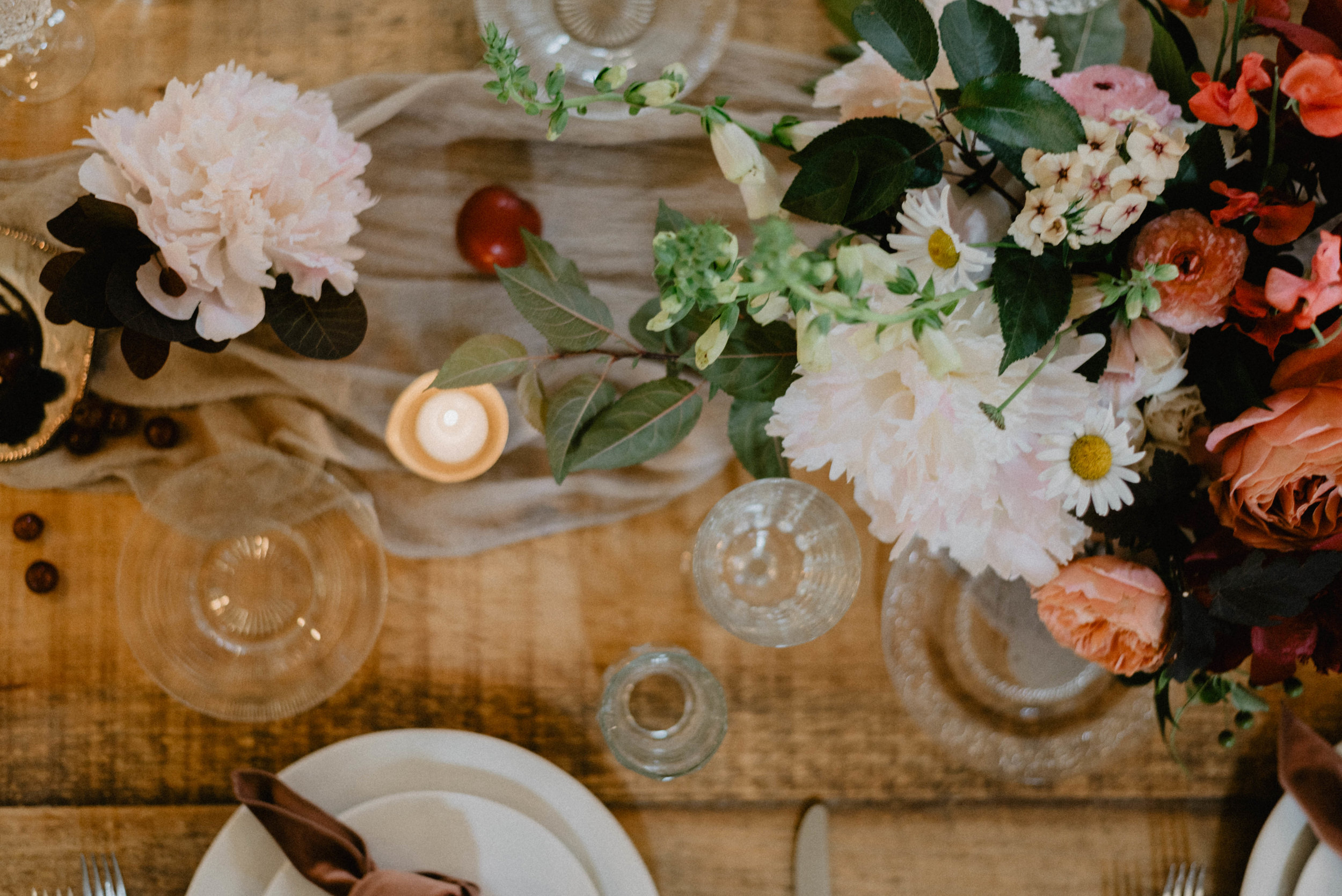 Reception table setting with florals