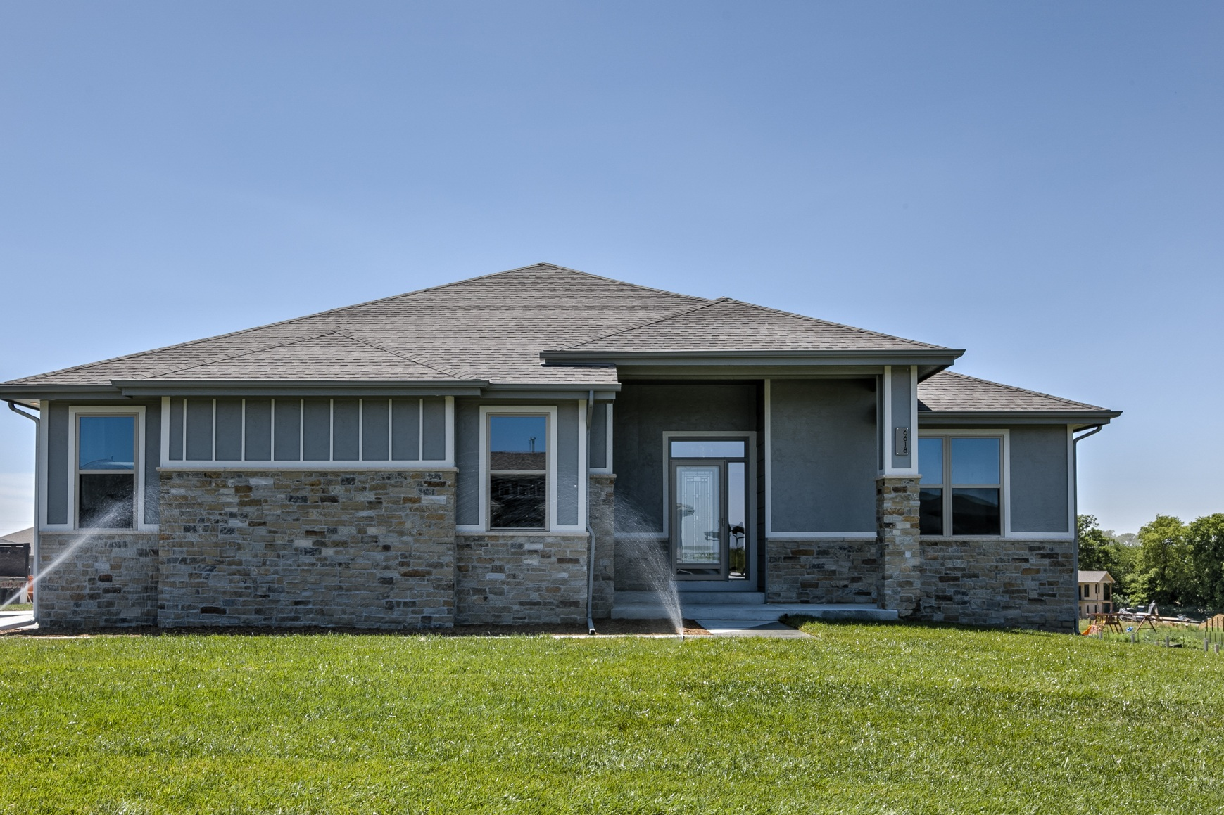 FOR SALE     6618 209 St Gretna NE   Bright Entry Ways, Stone Fireplace, Huge lawn, vaulted ceiling,  and Large living room.