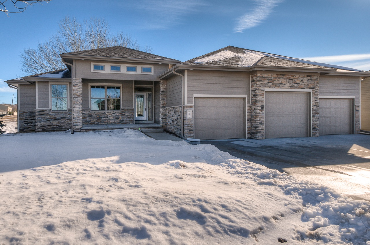 Sold    103 so. papillion   3 bedroom up, split bedrooms, master on the other side of the home,2 additional bedrooms in the lower level.