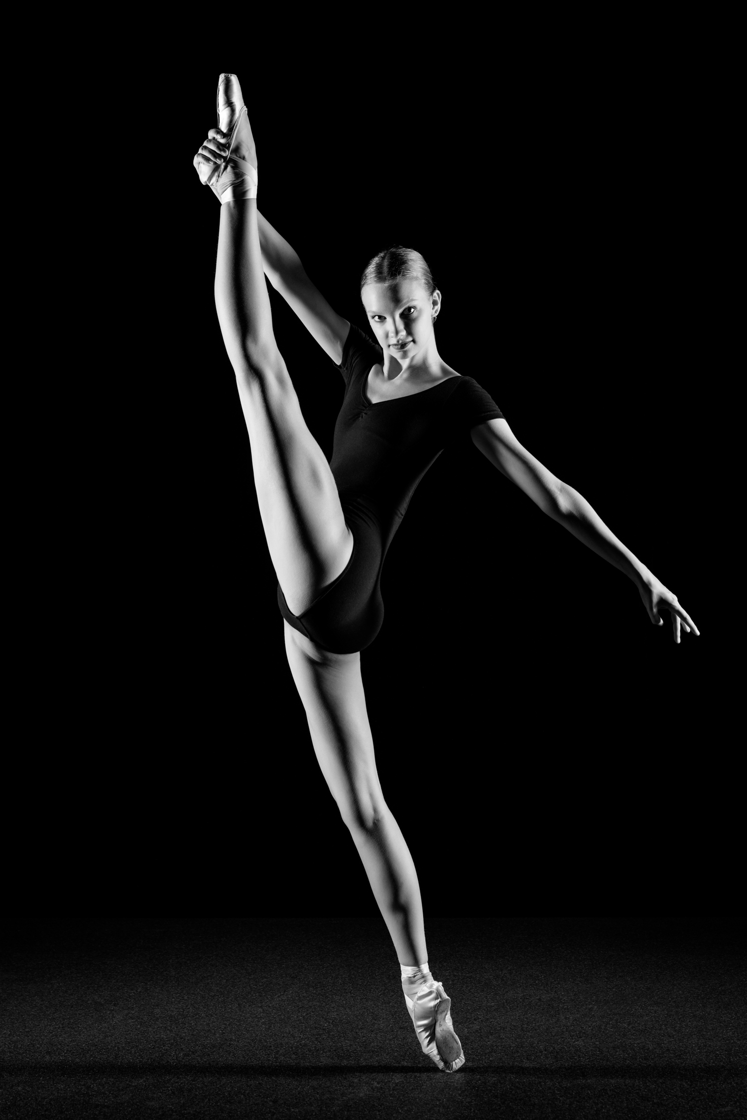 0686 Lisa-Marie Dance Shoot Studio ZW_W.jpg