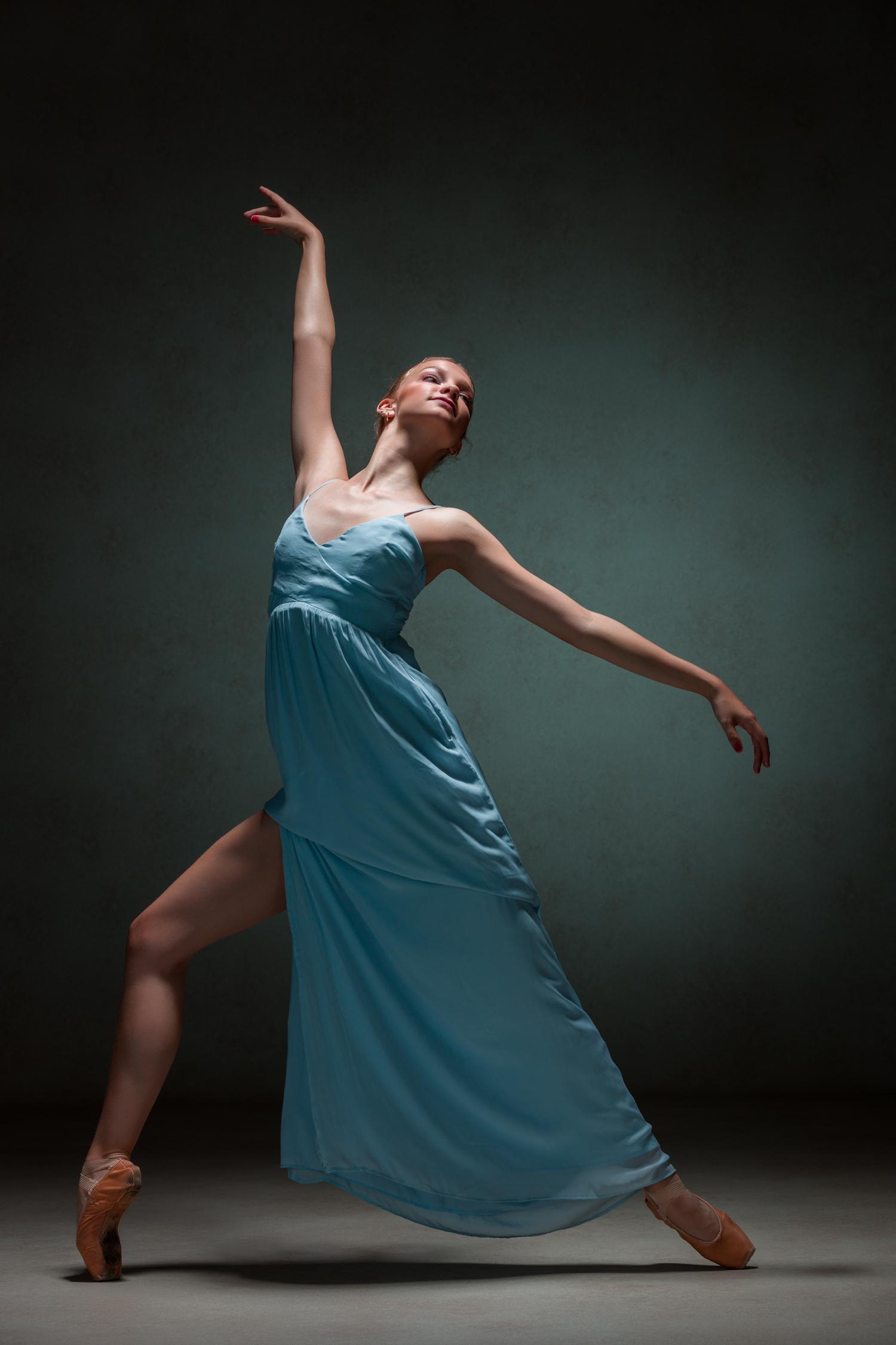 0122 Studio Dance Shoot Lisa-Marie & Xanthe.jpg