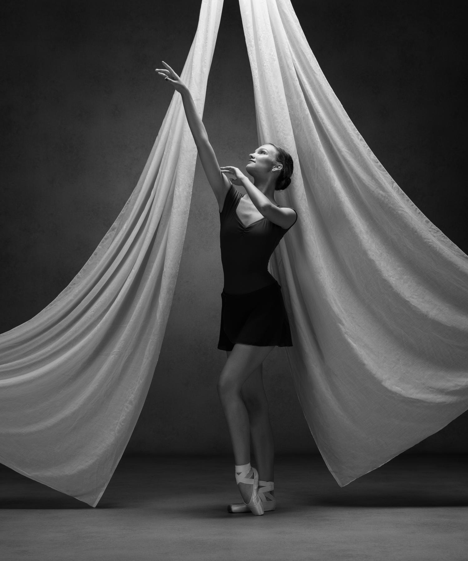 0398 Studio Dance Shoot Lisa-Marie & Xanthe B_W.jpg