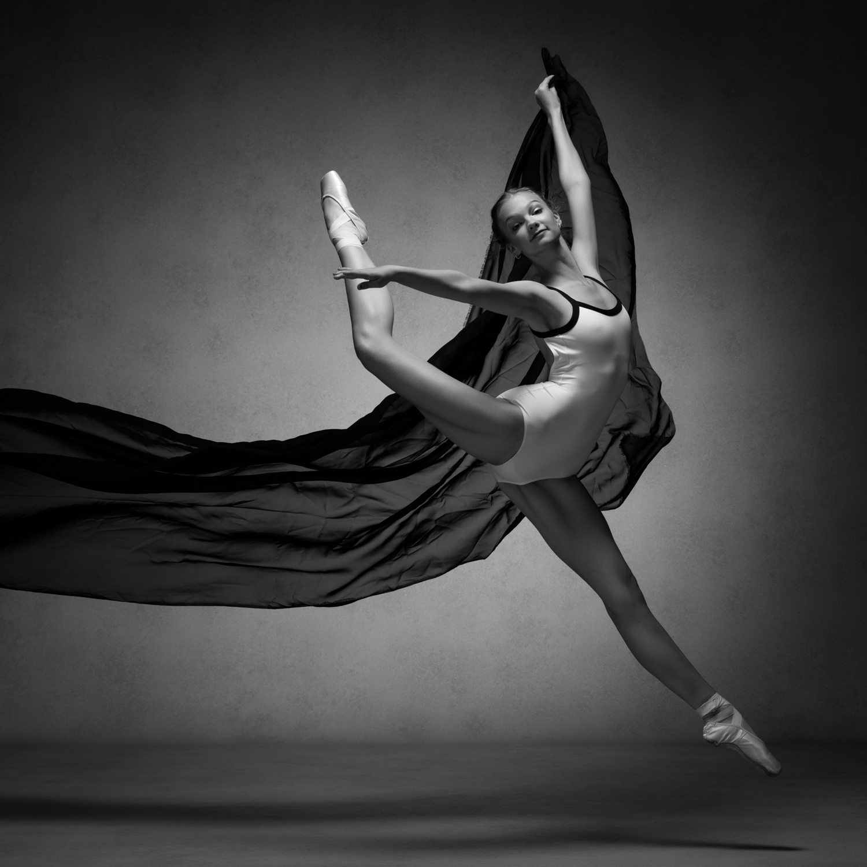 0572 Studio Dance Shoot Lisa-Marie & Xanthe B_W.jpg