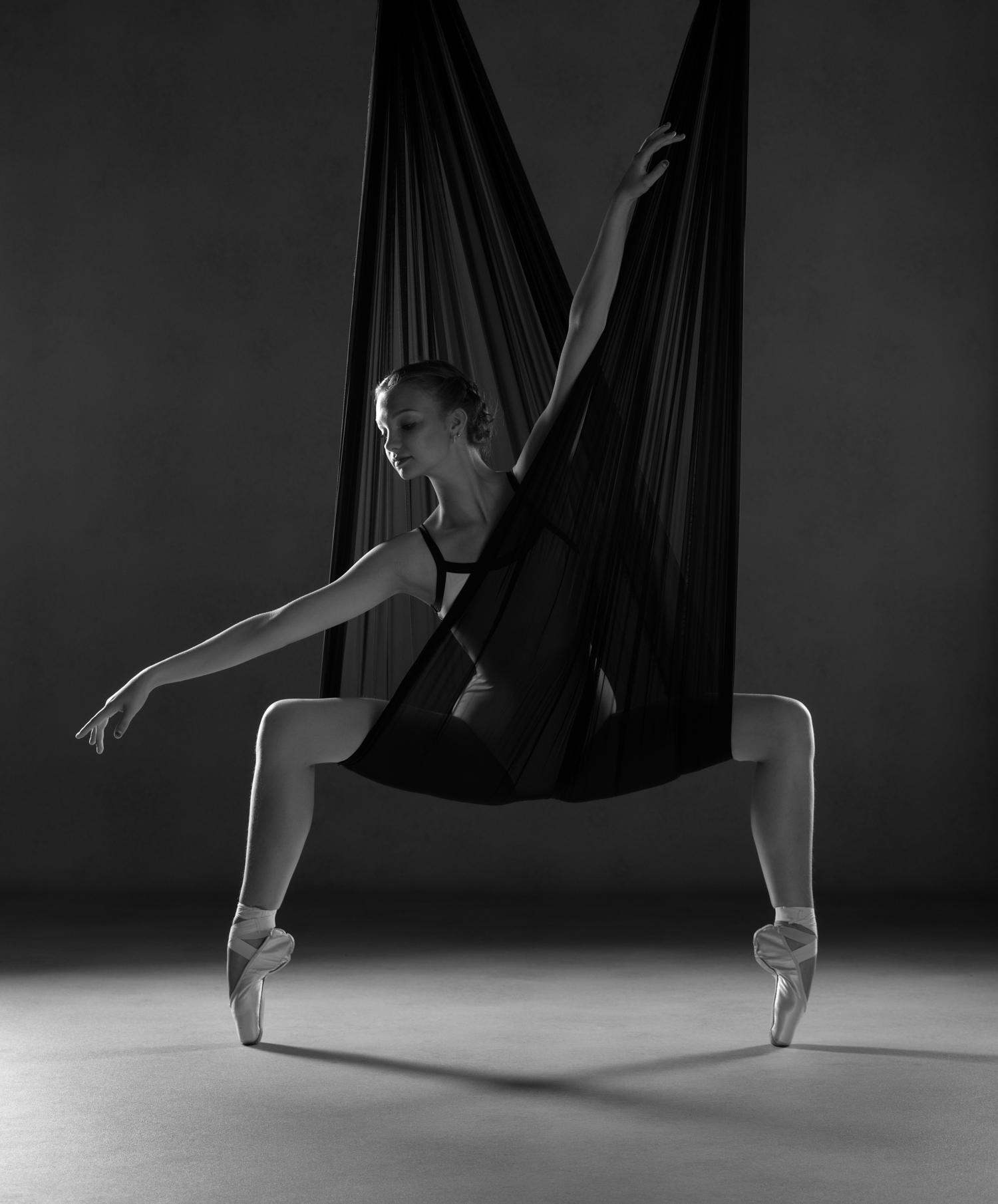 0608 Studio Dance Shoot Lisa-Marie & Xanthe B_W.jpg