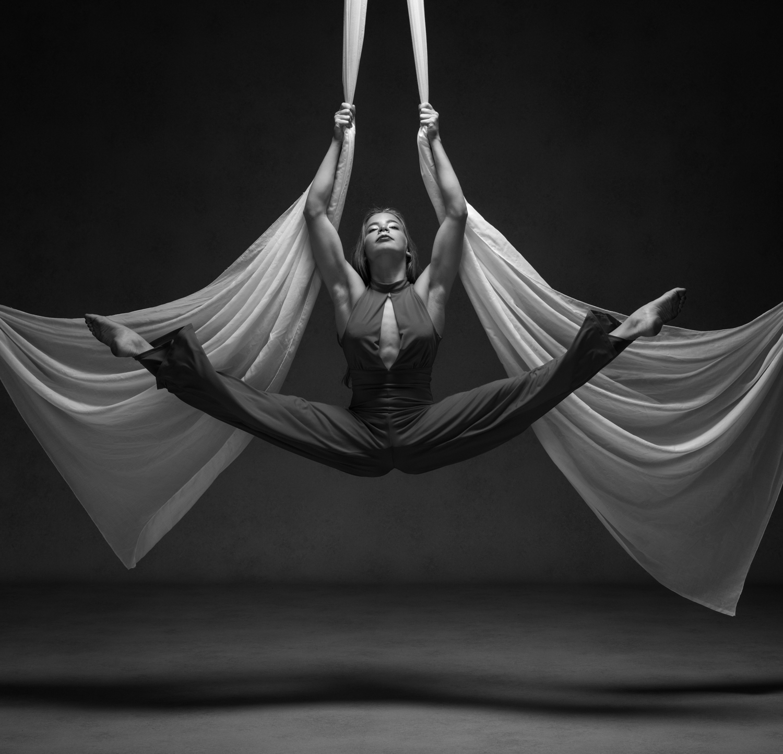 0516 Studio Dance Shoot Lisa-Marie & Xanthe B_W.jpg