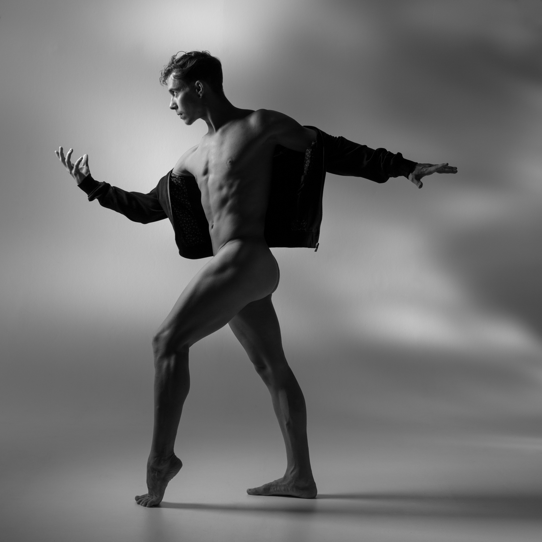 0434 Glen Studio Dance Nude b_w.jpg