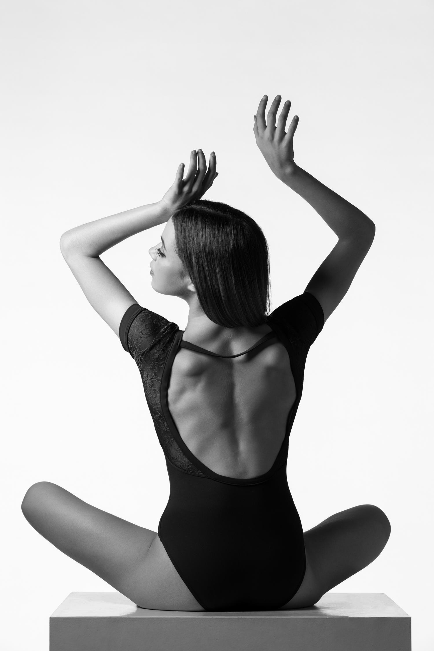 0121 Amy Van Weert Dance Shoot 2 B_W.jpg