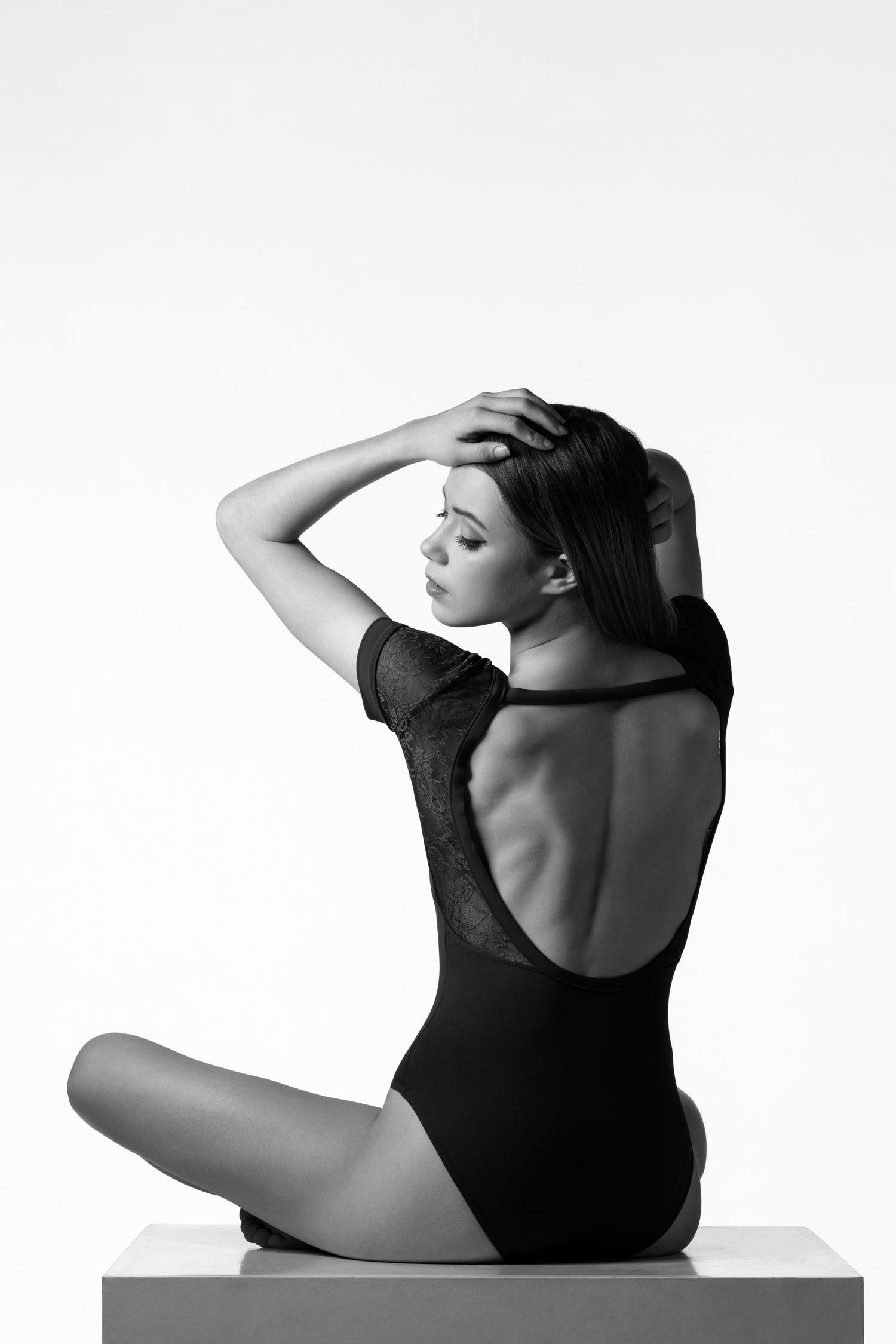 0130 Amy Van Weert Dance Shoot 2 B_W.jpg