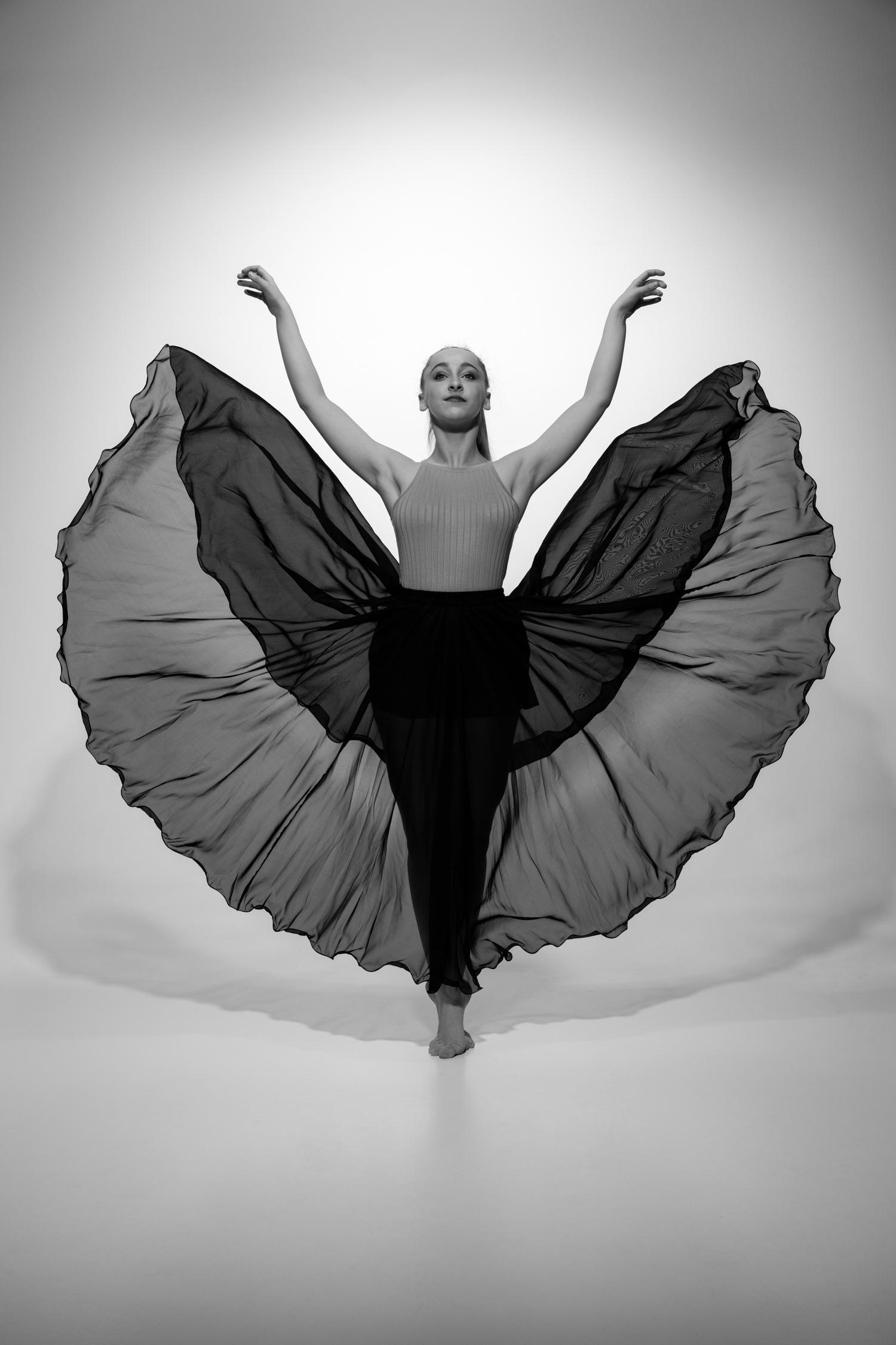 1002 Lisa Dewaele Dance Shoot 2 B_W.jpg