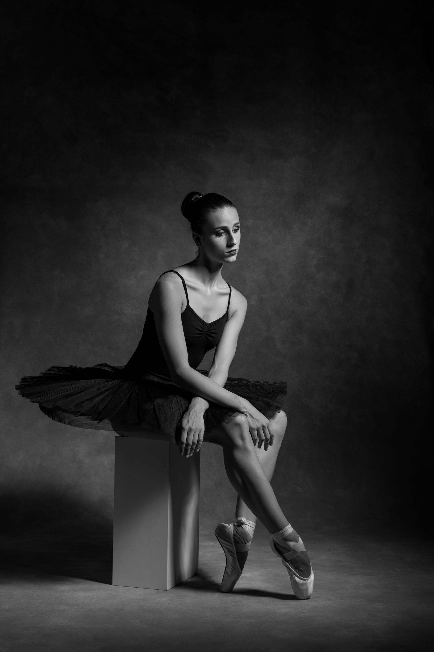 0672 Dance Shoot Lindi B_W.jpg