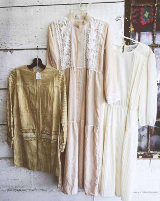 Vintage dresses in gingham and lace. Find an entire section of vintage clothing in Booth 417 @dogwood__vintage . . #vintageclothes #417vintage #shopozark #campfleafinds #417fashion #ozark #ozarkantiquerow #campflea