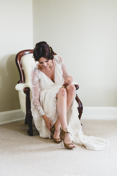 gold wedding shoes, chiffon wedding dress