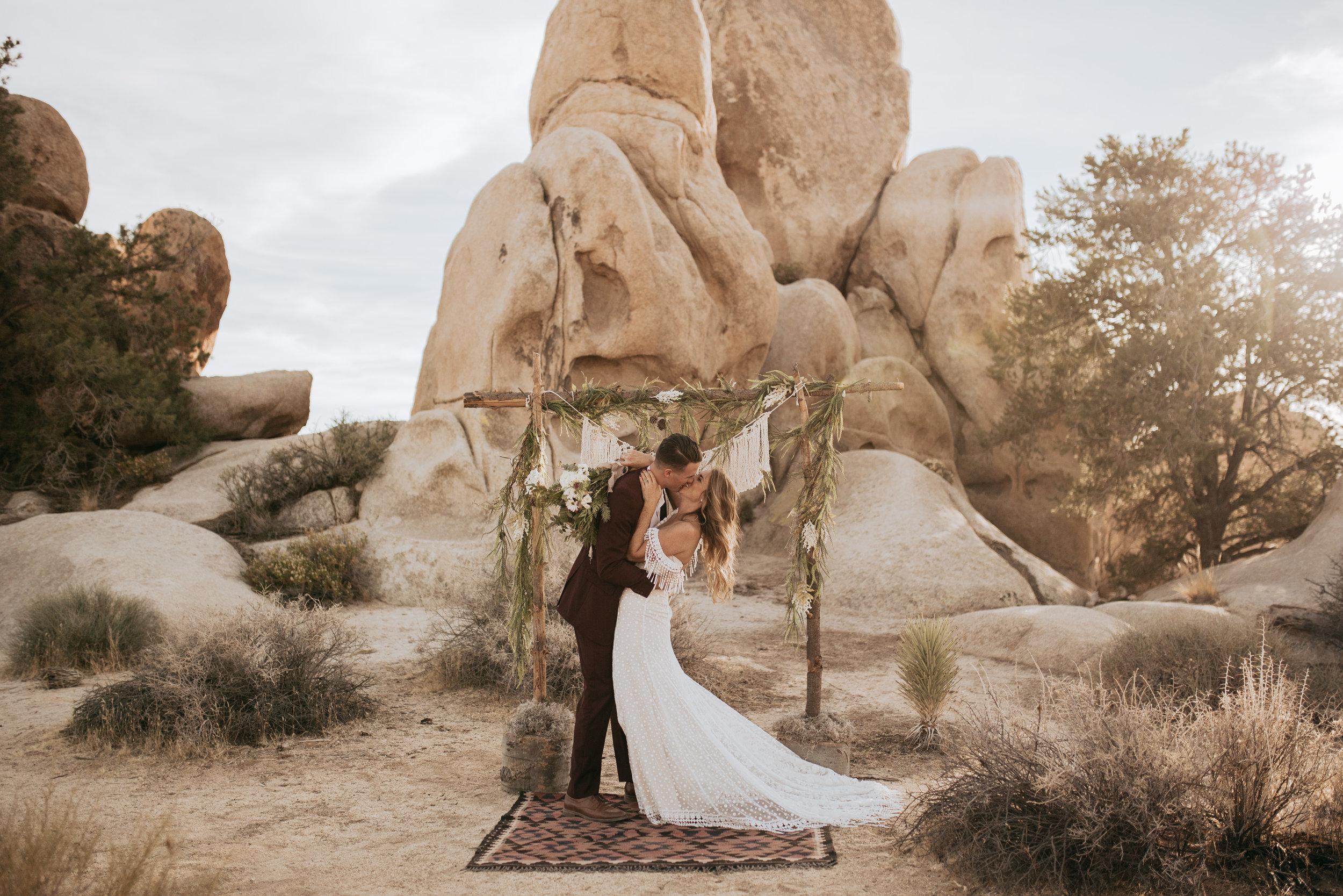 palmsprings_joshuatree_california_wedding_photographer-15.jpg