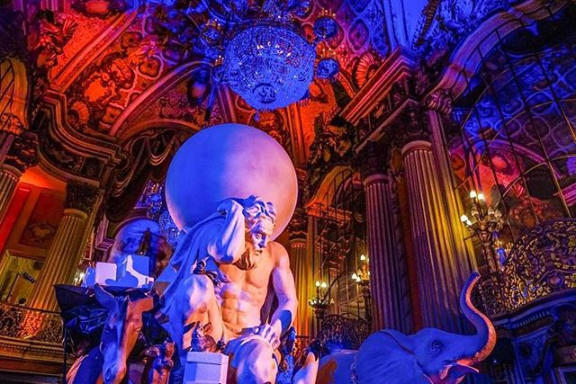 Monday Inspiration 🌎✨ #nightonbroadway #atlas @iamsound #art #culture #entertainment #livinghistory #moviepalace #bringingbackbroadway #bringbackbroadway #dtla #LA 🔻 📷: @drew_fotos