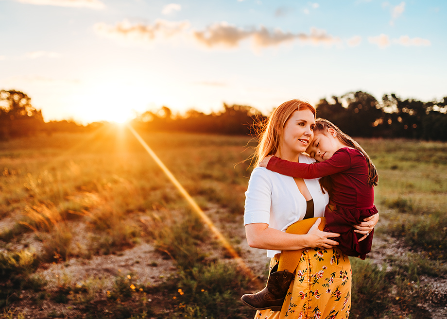 Mommy and me moment in Fort Worth by Jeennie Elissa Photography.