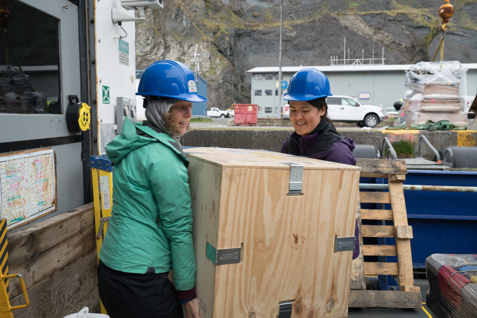 Stephanie and Rachel carry gear into the lab. Photo credit: Andrew McDonnell