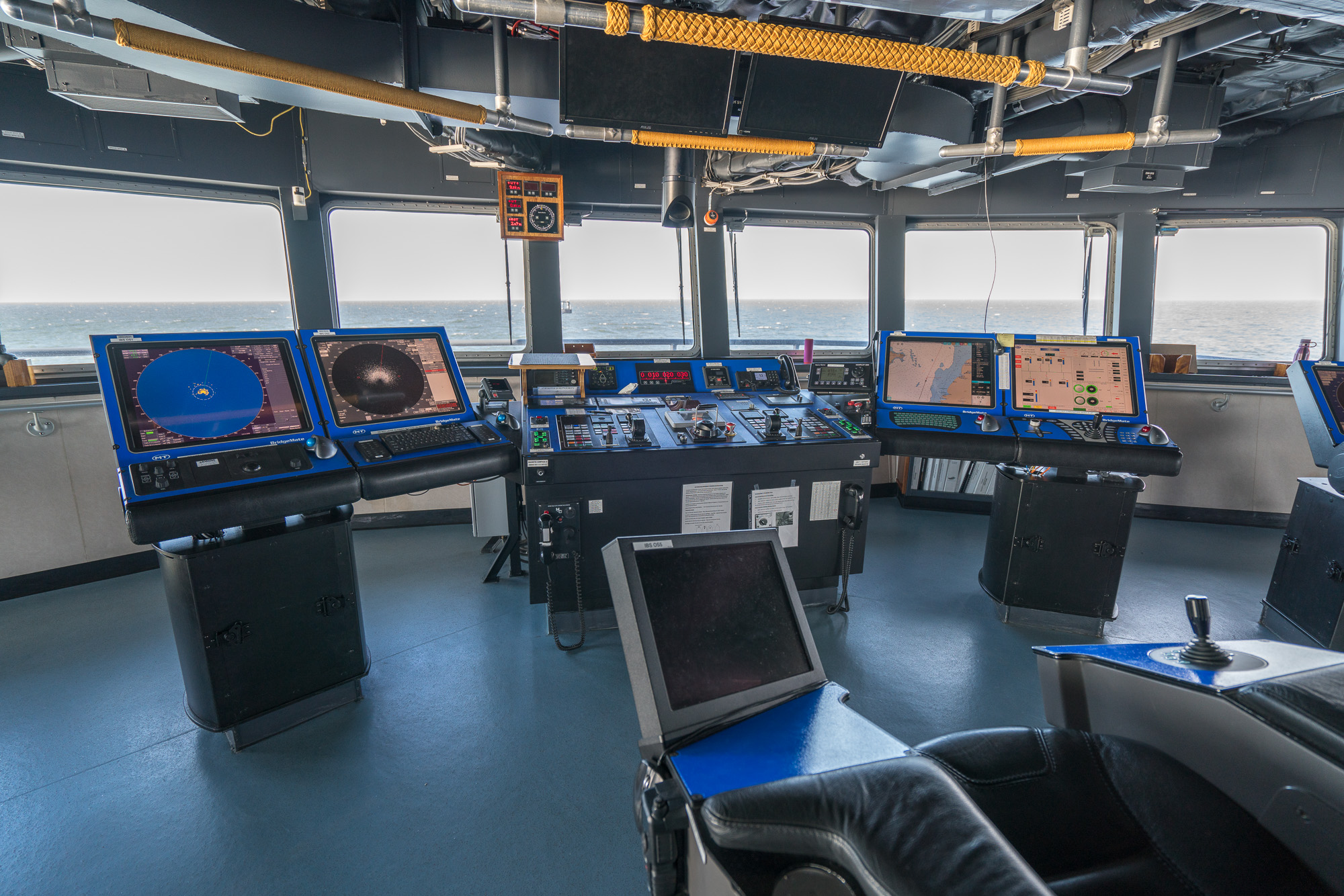The high-tech bridge of the R/V  Sikuliaq . Photo credit: Andrew McDonnell