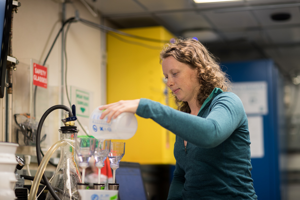 Filtering water samples for suspended particulate matter. Photo credit: Brendan Smith