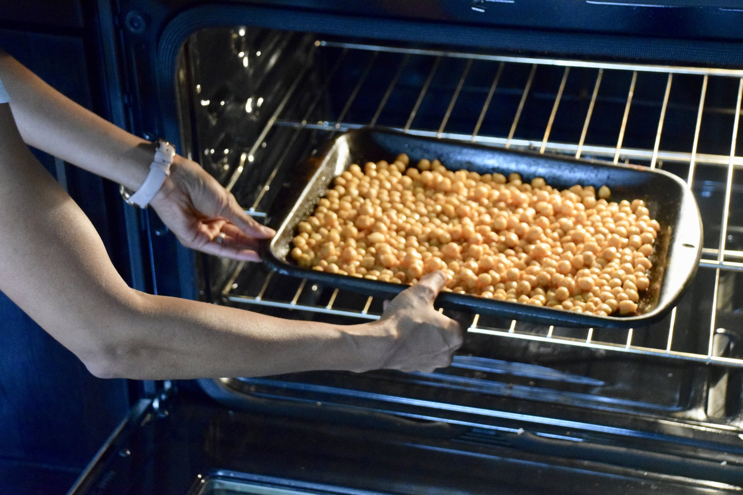 Roast chickpeas in oven