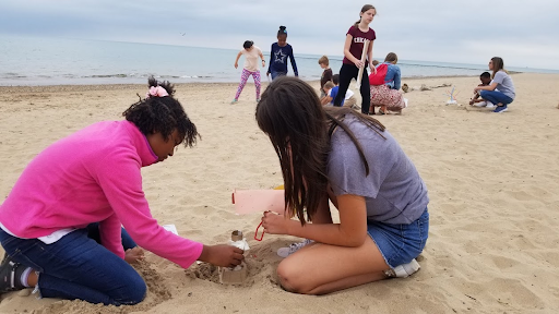 Redwood Day students preparing their structure in the sand.