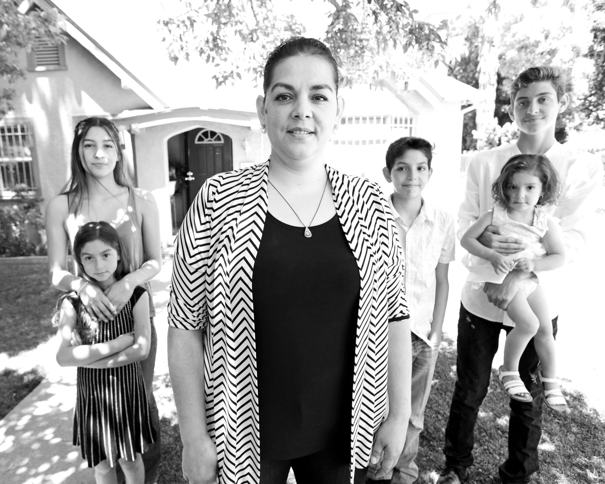 Gloria's family 16x20.jpg