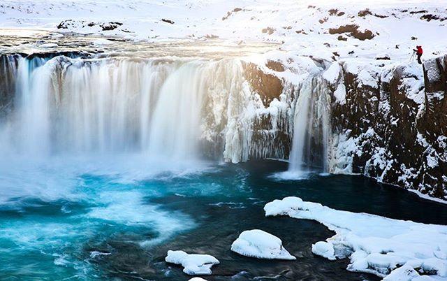 📍Iceland Waterfalls ☺️ @landonarnold