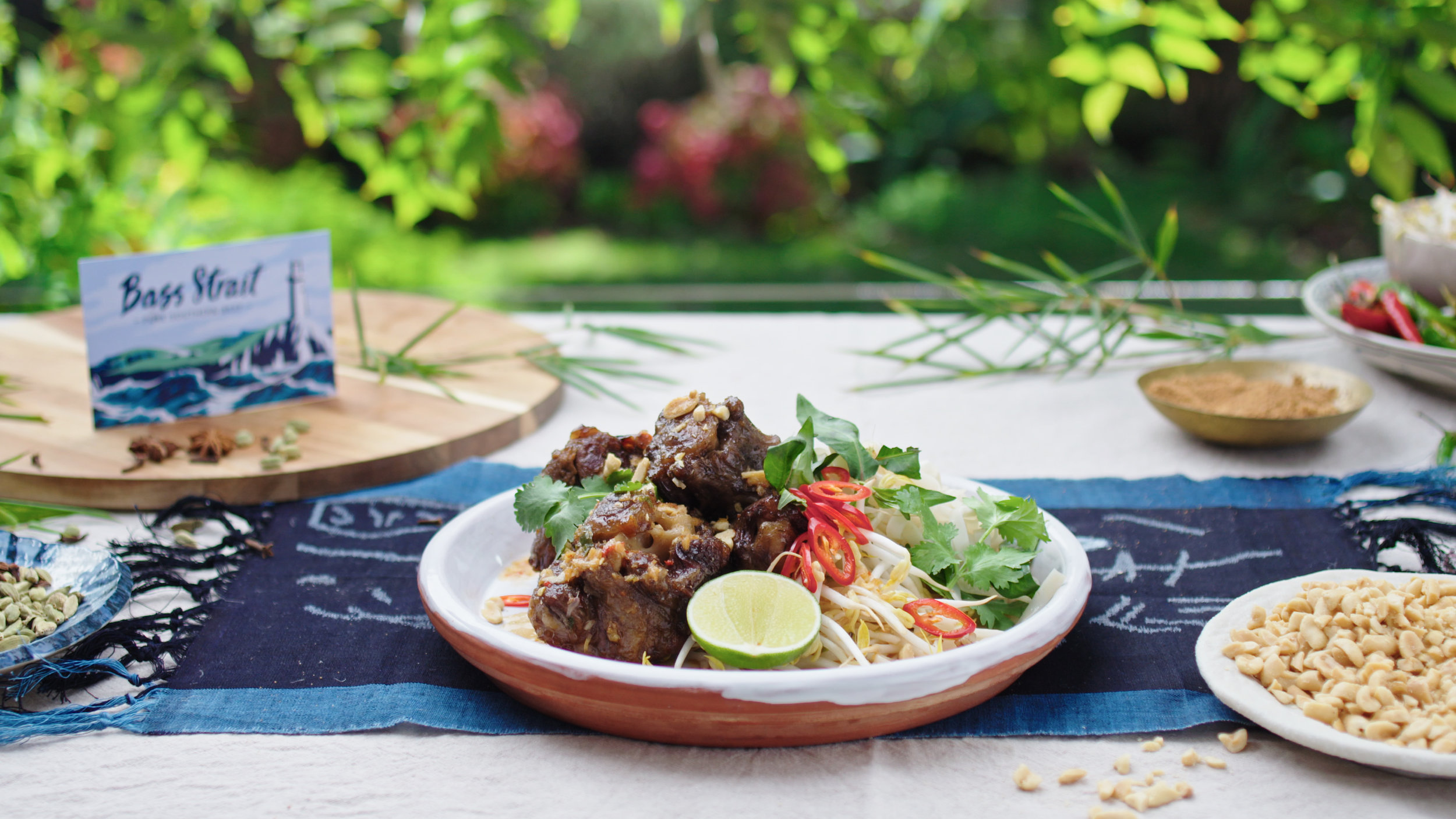 Spice Braised Oxtail with Rice Noodles