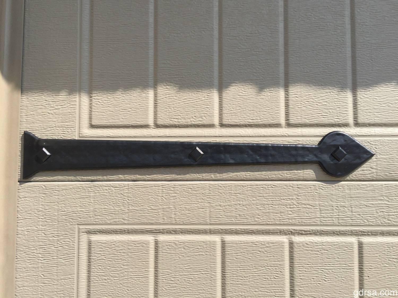 "Maple Creek Magnetic 18"" Hinge - Carriage House Bead Board Garage Door"