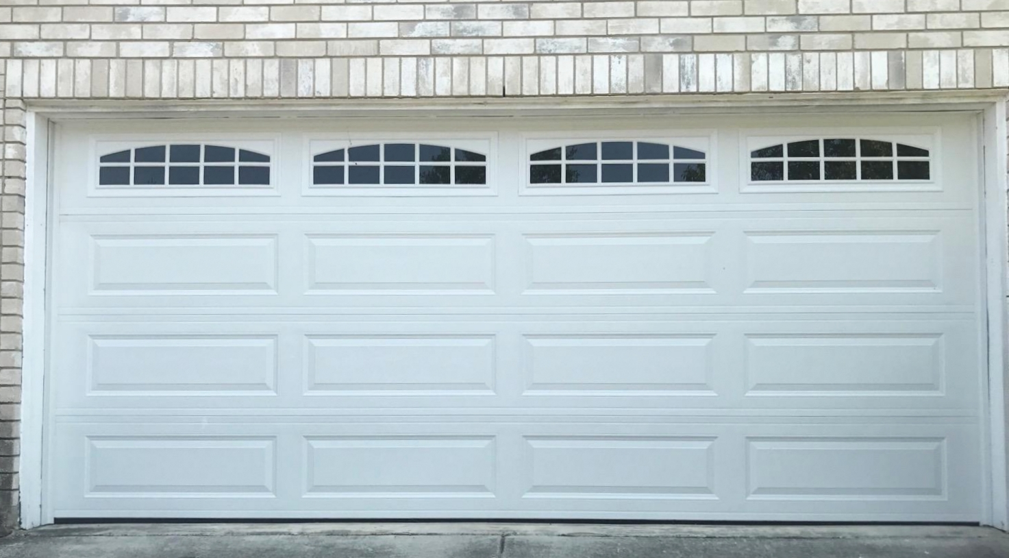Size:  16x7   Collection: Amarr Stratford    Color: White   Style: Long Panel    Windows:  Long-Cascade (23)