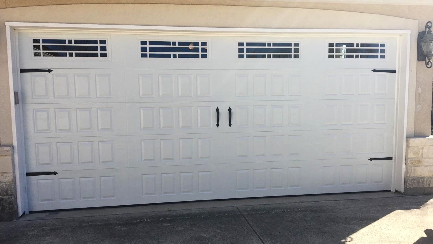 Size:  18x8  Collection: Amarr Oak Summit   Color: White   Style: Raised Panel   Windows:  Prairie (21)    Hardware:  Castle Rock Magnetic Handles and Hinges