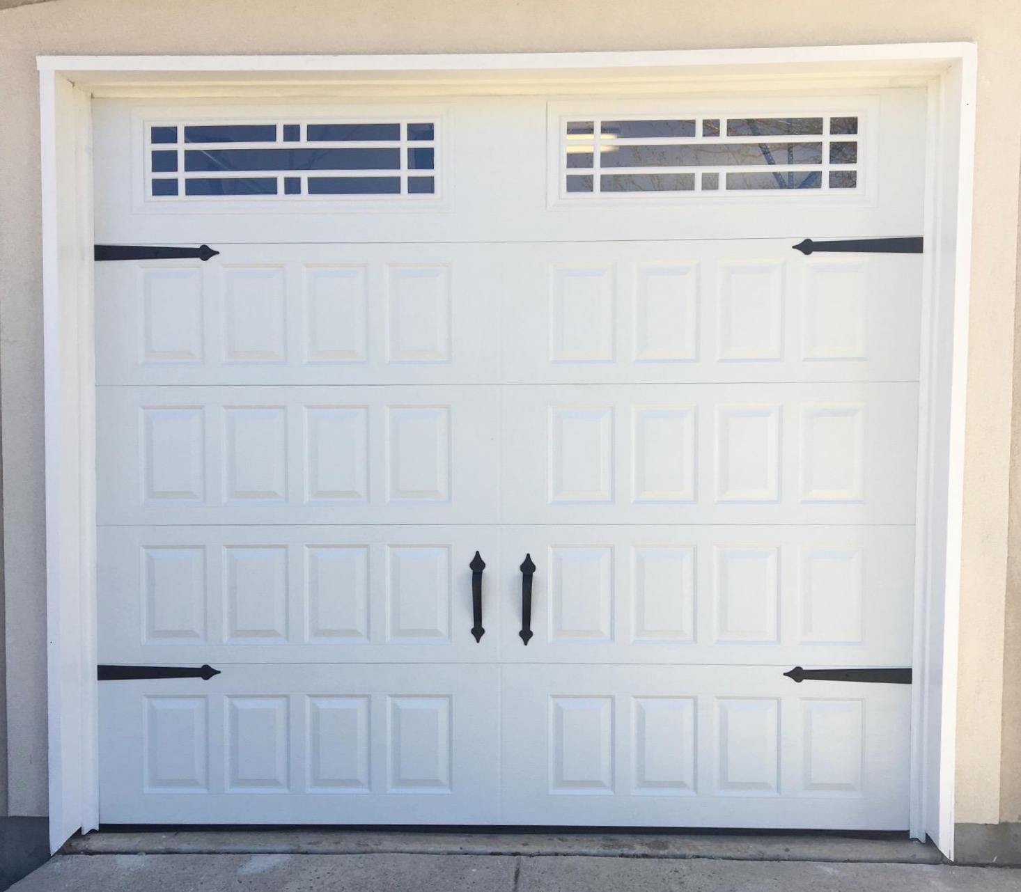 Size:  9x8  Collection: Amarr Oak Summit   Color: White   Style: Raised Panel   Windows:  Prairie (21)    Hardware:  Castle Rock Magnetic Handles and Hinges