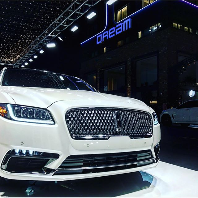 #tbt to when we were enjoying the LA weather with @lincoln and @dreamhotelsla . . . . #lincolnscene #kroevents #laas #eventplanning #eventdesign #vehicledisplay #lincoln