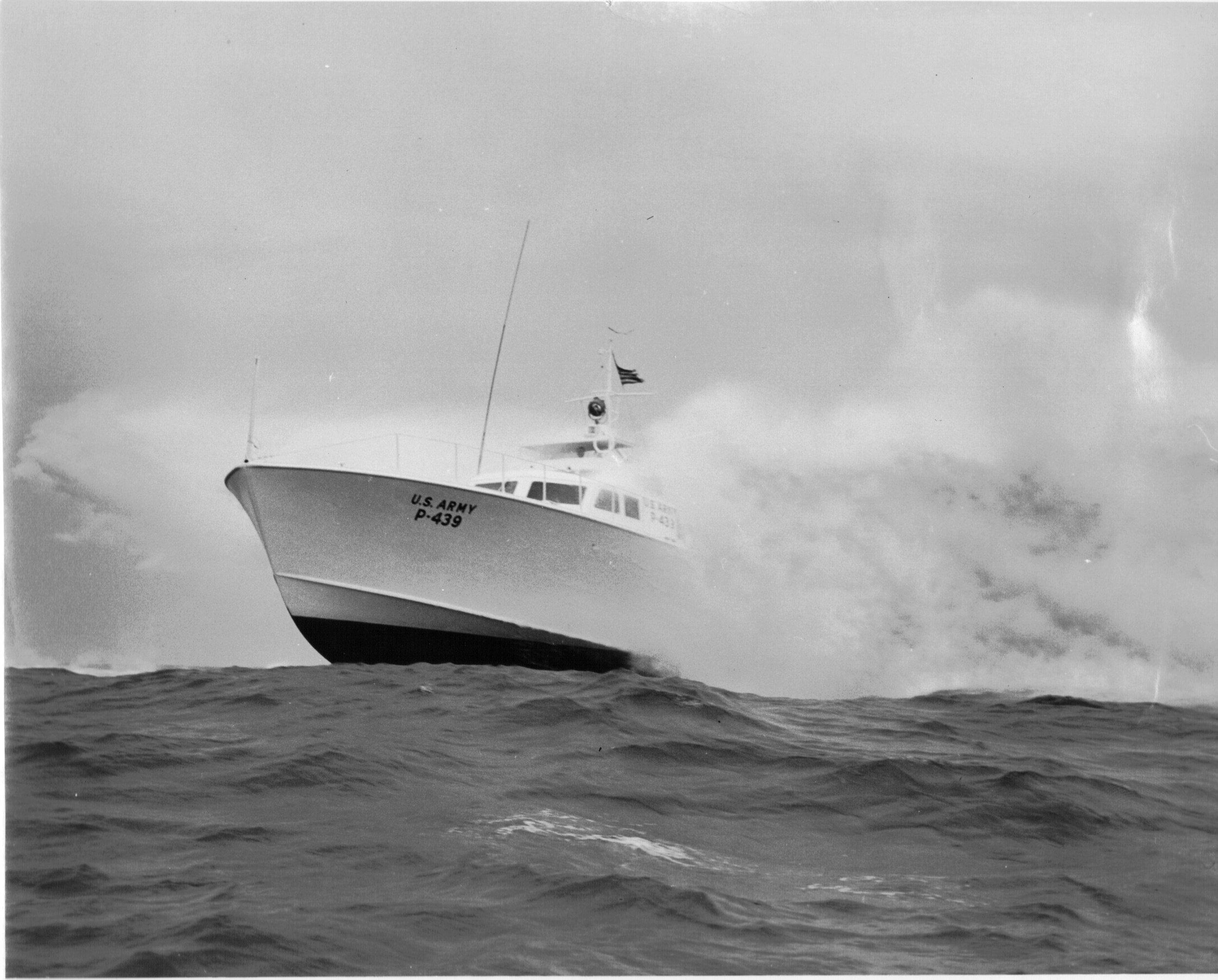 P439_85'_crashboat.jpg