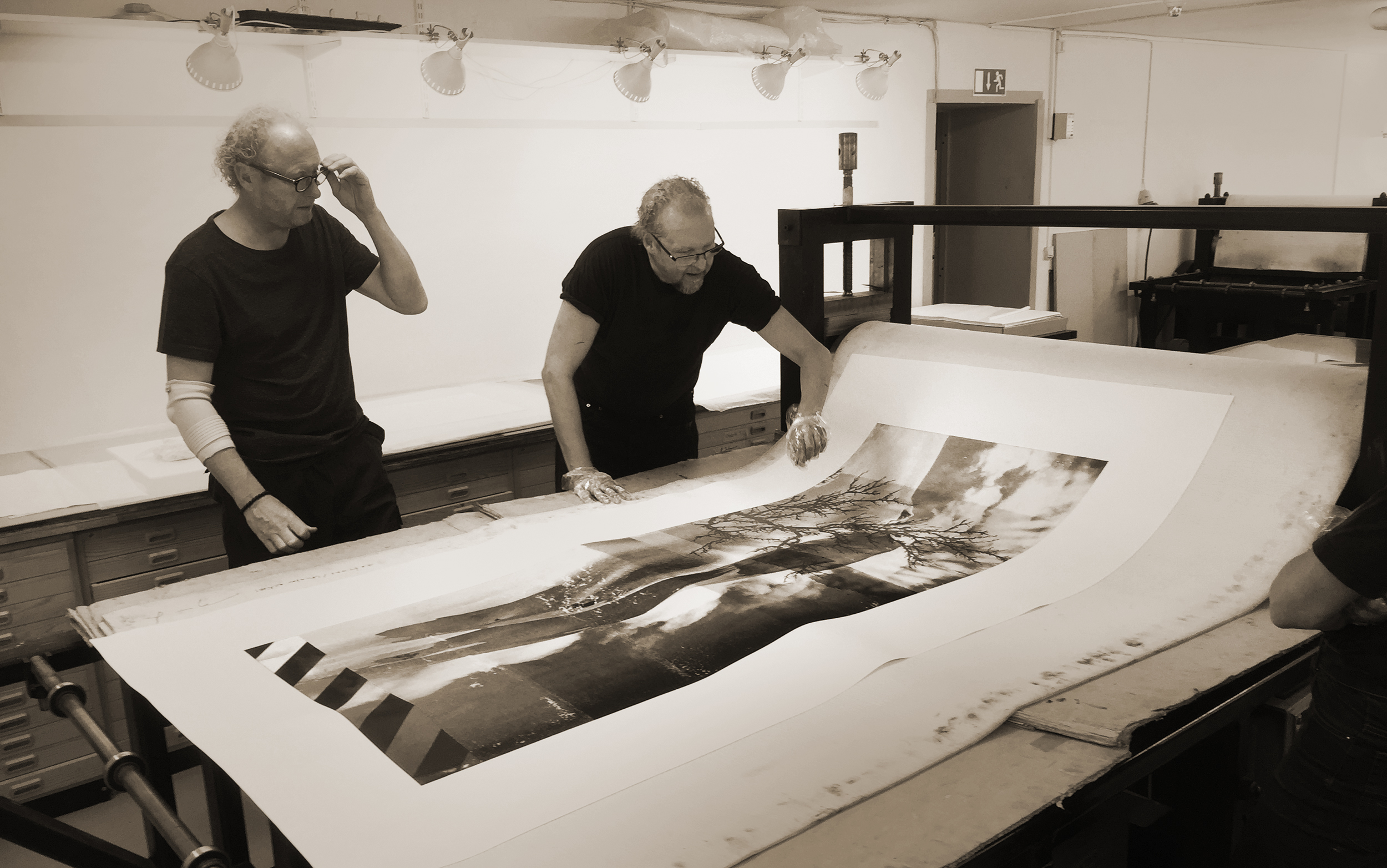 Atelier Ole Larsen / Helsingborg : Working with master printmaker  Ole Larsen  on the large print  Reservoir / Red Birch , a fourcolor polymer print later acquired by  Norges Bank, Norwegian Central Ban k, for their permanent collection. The print was part of the series  Blue Venia  presented by  Kunstverket Galleri  , Oslo in 2015.   PDF: eCatalogue Blue Venia / Kunstverket / 2015