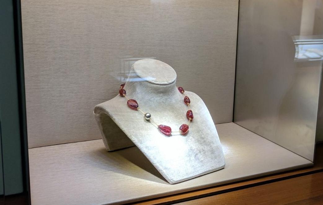 David-Yurman-Jewelry-Display-visual-merchandising.jpg